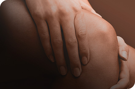 Woman with knee pain.